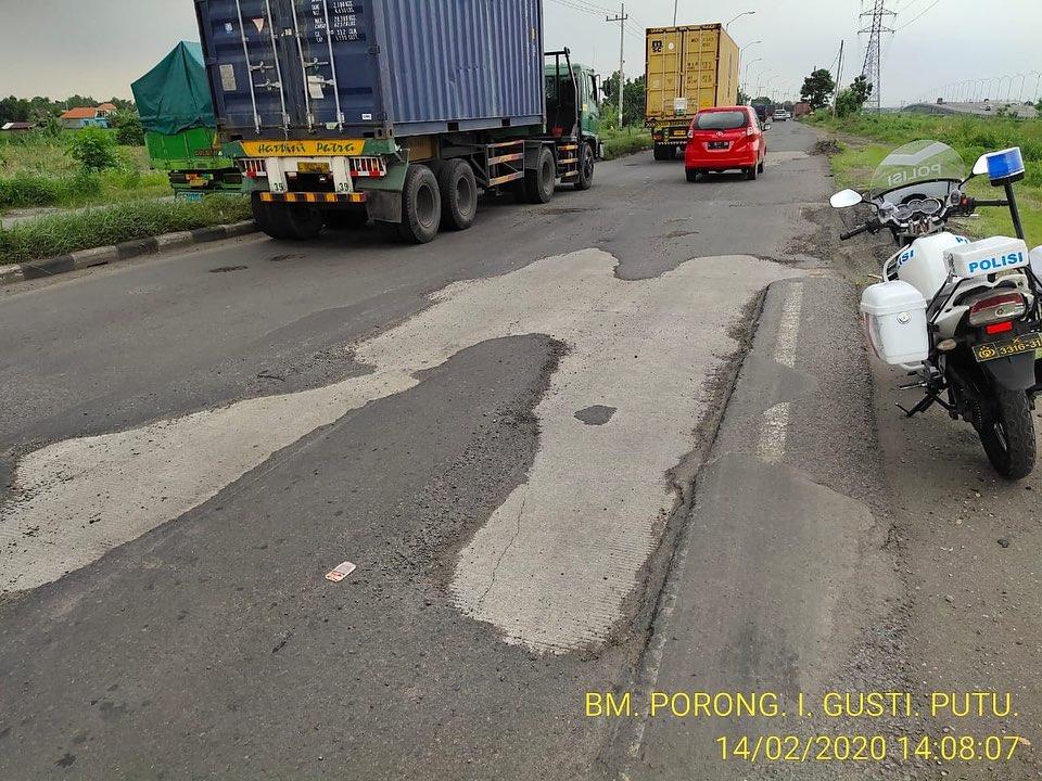 Harap berhati-hati yaa gaaes yang melewati wilayah Porong ada beberapa ruas jalan mengalami ker...