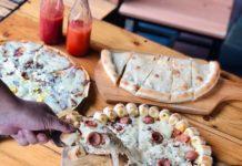 MAKAN SIANG PIZZA bisa rame-rame dan HEMAT karena ada Paket Happy Lunch Combi dapat 1 pizza 30c...