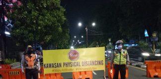 Kegiatan Physical Distancing malam ini , Penutupan jalan ini diberlakukan mulai pukul 19.00 - 2...
